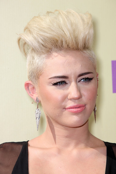 http://www3.pictures.zimbio.com/gi/Miley+Cyrus+2012+MTV+Video+Music+Awards+Arrivals+Qy0q0y-4ZJrl.jpg
