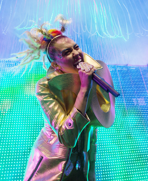Miley Cyrus & Her Dead Petz Perform in Concert - Chicago, Il