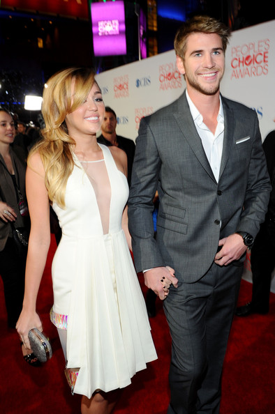 Miley Cyrus and Liam Hemsworth - 2012 People's Choice Awards - Red Carpet