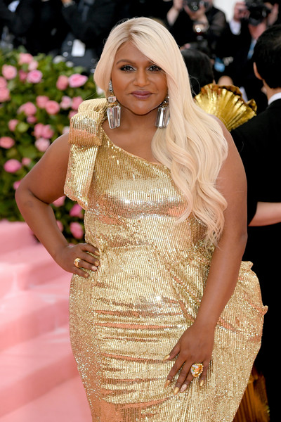 Mindy Kaling Mindy Kaling Photos The 2019 Met Gala Celebrating Camp Notes On Fashion Arrivals Zimbio