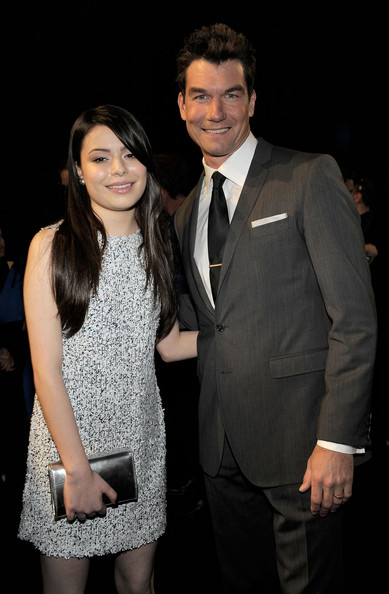 Miranda Cosgrove Actress Miranda Cosgrove (L) and actor Jerry O'Connell attend the 2011 People's Choice Awards at Nokia Theatre L.A. Live on January 5, 2011 in Los Angeles, California.