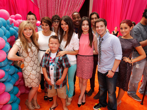 "Miranda Cosgrove Actors Jennette McCurdy, Noah Munck, Daniella Monet, Ethan Munck, Matt Bennett, Victoria Justice, Leon Thomas III, Miranda Cosgrove, Avan Jogia, Nathan Kress and Ariana Grande arrive at Nickelodeon's exclusive premiere for the upcoming primetime TV event of the summer. ""iParty with Victorious,"" Saturday, June 4, 2011 at The Lot in Los Angeles. ""iParty with Victorious"" premieres Saturday, June 11, 2011 at 8 p.m. (ET/PT) and stars the casts of Nickelodeon's hit series iCarly and Victorious."