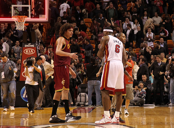 Cleveland Cavaliers  v Miami Heat [photograph,basketball,basketball player,basketball court,basketball moves,sport venue,tournament,player,product,team sport,lebron james 6,user,user,note,hands,mo williams 2,miami heat,cleveland cavaliers,game]