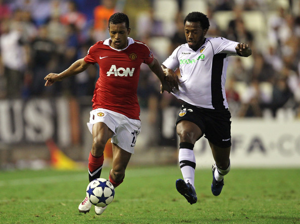 Nani Nani of Manchester United battles for the ball with Manuel Fernandes of Valencia during the UEFA Champions League Group C match between Valencia and Manchester United at the Mestalla Stadium on September 29, 2010 in Valencia, Spain.