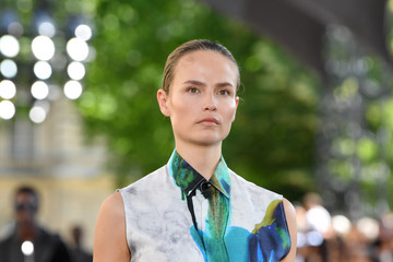 Natasha Poly Berluti: Runway - Paris Fashion Week - Menswear Spring/Summer 2020