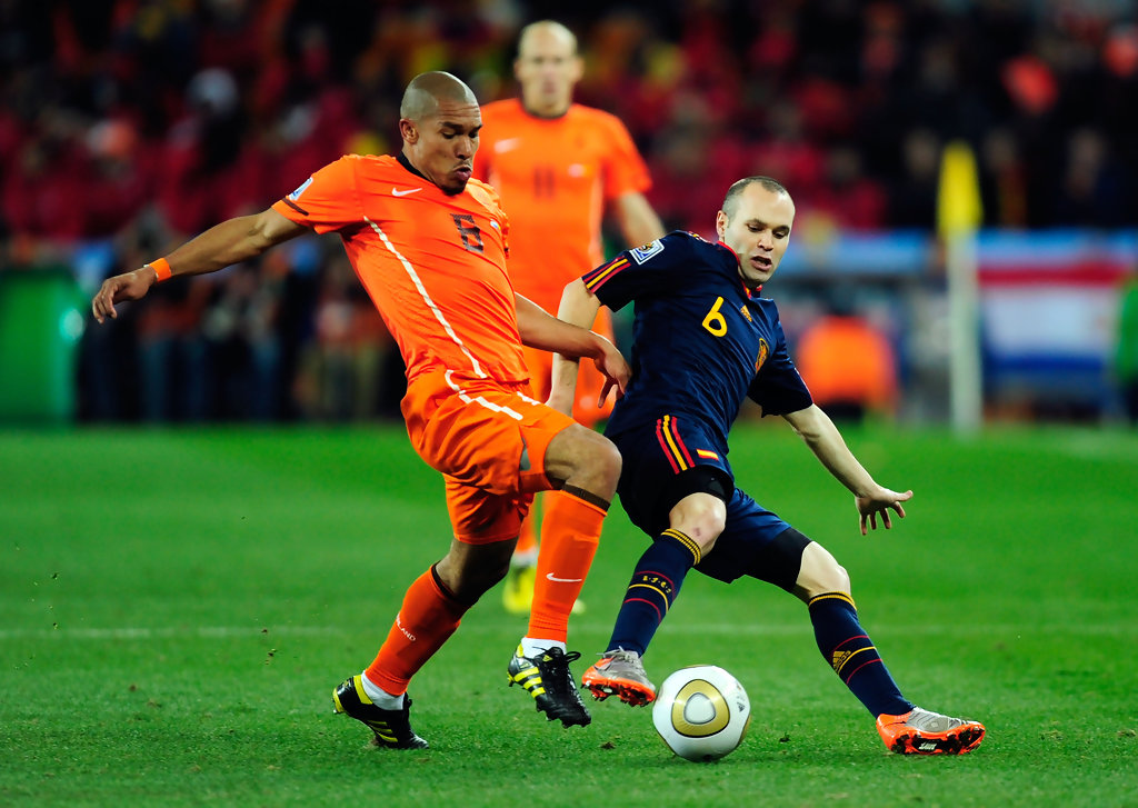 Andres Iniesta Photos Photos - Netherlands v Spain: 2010 ...