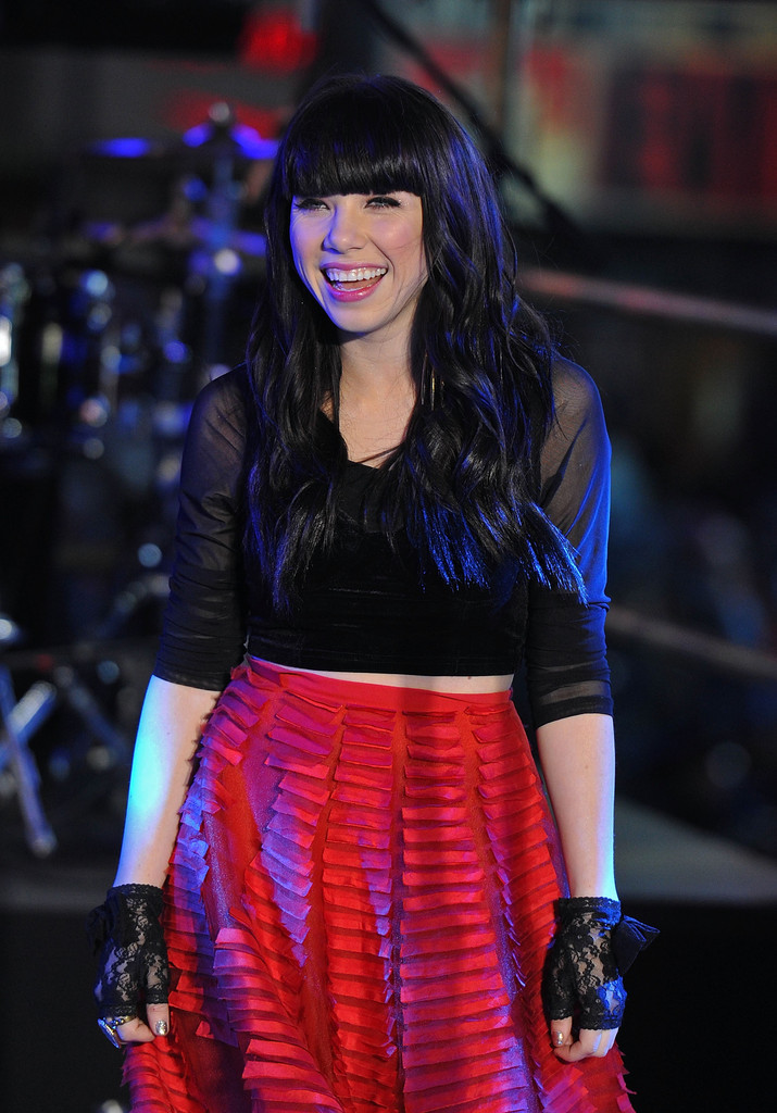 Carly Rae Jepsen in New Year's Eve 2013 In Times Square ...