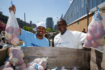 Greg Wilson Nick Cannon, PepsiCo & Feeding America Day Of Service At City Harvest
