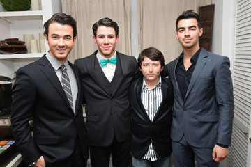 """Frankie Jonas Nick Jonas Joins The Cast Of """"How To Succeed In Business Without Really Trying"""" On Broadway - Backstage"""