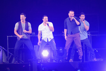 Nick Lachey Justin Jeffre New Kids On The Block Performs At The Staples Center