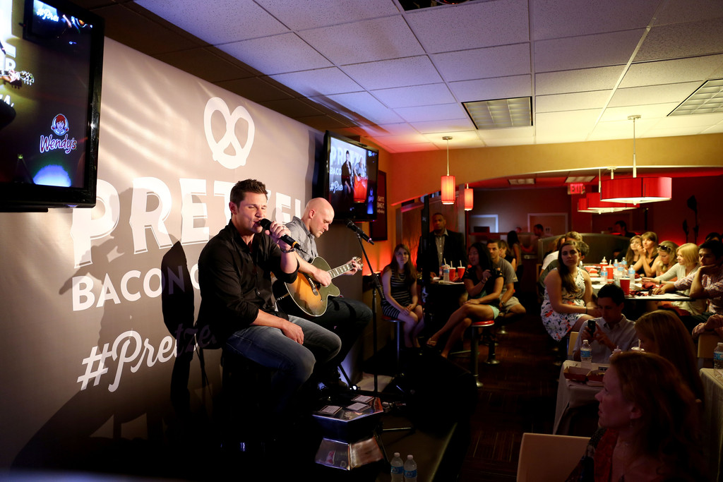 Nick Lachey - Nick Lachey Attends a Wendy's Pretzel Event