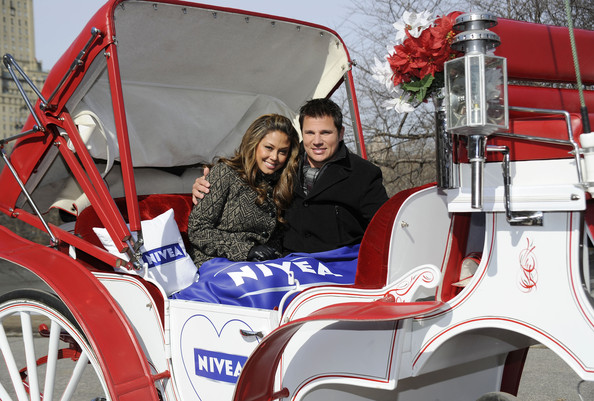 Vanessa Minnillo and Nick Lachey Share the Love with NIVEA at Central Park on February 9, 2010 in New York City.