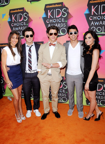 (L-R) Danielle Deleasa, singers Kevin Jonas, Joe Jonas and Nick Jonas of the Jonas Brothers and actress Demi Lovato arrive at Nickelodeon's 23rd Annual Kids' Choice Awards held at UCLA's Pauley Pavilion on March 27, 2010 in Los Angeles, California.