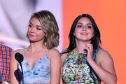 Actresses Sarah Hyland (L) and Ariel Winter speak onstage during Nickelodeon's 28th Annual Kids' Choice Awards held at The Forum on March 28, 2015 in Inglewood, California.