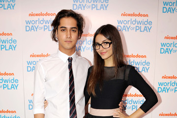 Victoria Justice Avan Jogia Nickelodeon Celebrates 8th Annual Worldwide Day Of Play