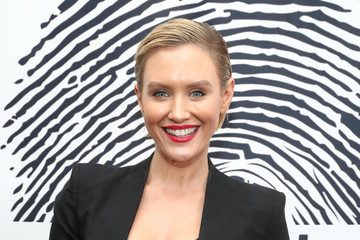 Nicky Whelan Sofitel Los Angeles At Beverly Hills Unveils The Cool HeART Gallery