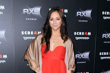 "Nicole Dabeau Premiere Of The Weinstein Company's ""Scream 4"" - Arrivals"