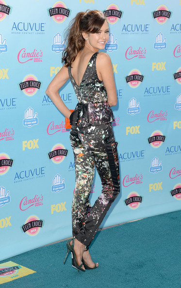 ნინა დობრევი/ფოტოები - Page 3 Nina+Dobrev+Arrivals+Teen+Choice+Awards+Part+NrqwcMz9kRQl