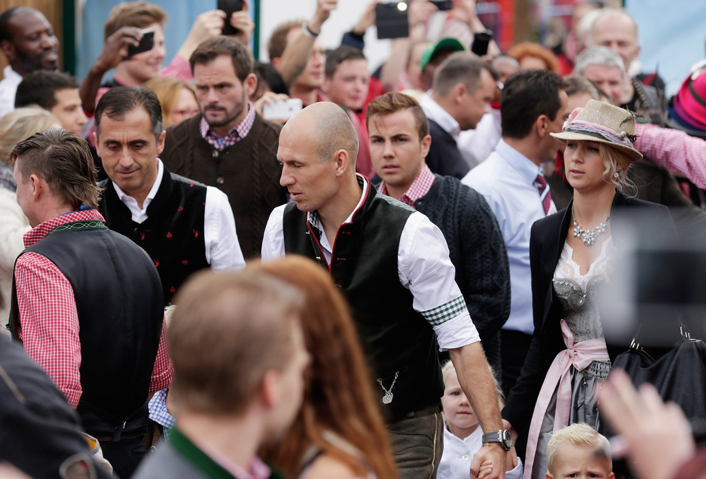 arjen robben photos photos oktoberfest 2014 last day and riflemen 39 s salute zimbio. Black Bedroom Furniture Sets. Home Design Ideas