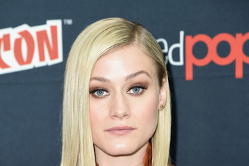 Olivia Taylor Dudley 2016 New York Comic Con - Day 3