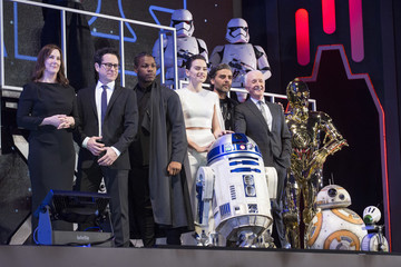 Oscar Isaac Daisy Ridley 'Star Wars: The Rise of Skywalker' Special Red Carpet Fan Event In Tokyo