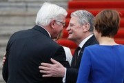 Germany's outgoing President Joachim Gauck (2ndR) welcome his successor Frank-Walter Steinmeier (L) as their partners Daniela Schadt (hidden, L) and Elke Buedenbender (R) watch ahead of the handover ceremony at the presidential Bellevue palace in Berlin on March 18, 2017. / AFP PHOTO / Odd ANDERSEN