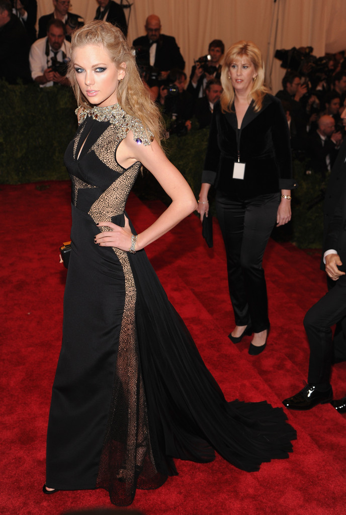 Taylor Swift Photos Photos Red Carpet Arrivals At The