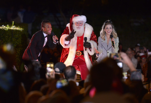 Palisades Village Welcomes The Holidays With Annual Christmas Tree Lighting