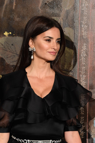 Chanel Metiers D'Art 2019-2020 : Photocall At Le Grand Palais [photocall at le grand palais,hair,hairstyle,beauty,little black dress,dress,black hair,long hair,cocktail dress,premiere,satin,penelope cruz,photocall,metiers dart,paris,france,le grand palais,chanel metiers dart 2019-2020,chanel]