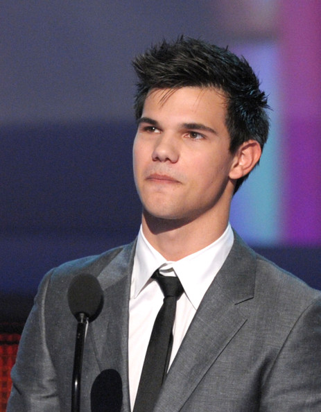 Actor Taylor Lautner onstage during the People's Choice Awards 2010 held at Nokia Theatre L.A. Live on January 6, 2010 in Los Angeles, California.