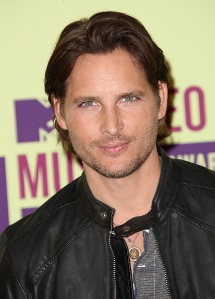 http://www3.pictures.zimbio.com/gi/Peter+Facinelli+2012+MTV+Video+Music+Awards+pMBLEkpL6E-l.jpg