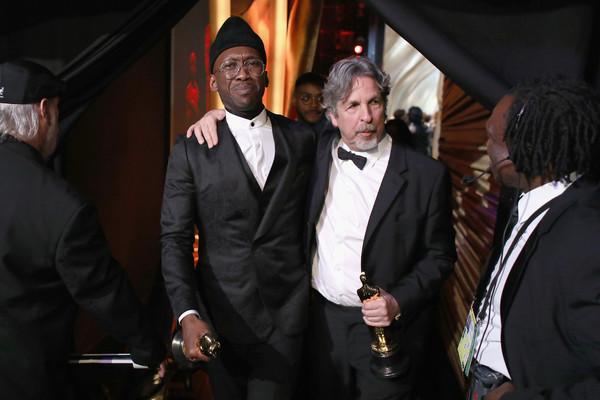 91st Annual Academy Awards - Backstage [handout,green book,suit,event,gentleman,formal wear,fun,tuxedo,white-collar worker,peter farrelly,mahershala ali,backstage,academy awards,award,best picture,dolby theatre,a.m.p.a.s.,mahershala ali,91st academy awards,peter farrelly,green book,academy award for best picture,academy award for best actor in a supporting role,critics choice movie award for best supporting actor,academy of motion picture arts and sciences,road]