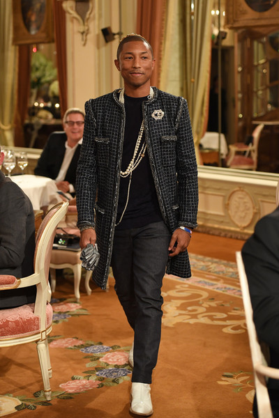 ca4019e92 Pharrell Williams Photos»Photostream · Main · Articles · Pictures ·  Chanel  Collection des Metiers d Art 2016 17   Paris Cosmopolite