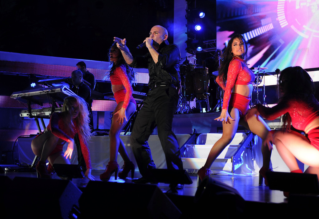 Pitbull photos iheartradio ultimate pool party presented for Ultimate pool show