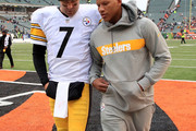 Ben Roethlisberger #7 of the Pittsburgh Steelers and Ryan Shazier #50 walk off of the field after defeating the Cincinnati Bengals 28-21 at Paul Brown Stadium on October 14, 2018 in Cincinnati, Ohio.