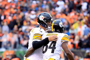 Ben Roethlisberger #7 of the Pittsburgh Steelers congratulates Antonio Brown #84 after scoring the game winning touchdown during the fourth quarter of the game against the Cincinnati Bengals at Paul Brown Stadium on October 14, 2018 in Cincinnati, Ohio. Pittsburgh defeated Cincinnati 28-21.