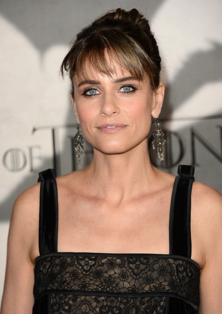 Amanda Peet Photos Photos - Arrivals at the 'Game Of ...