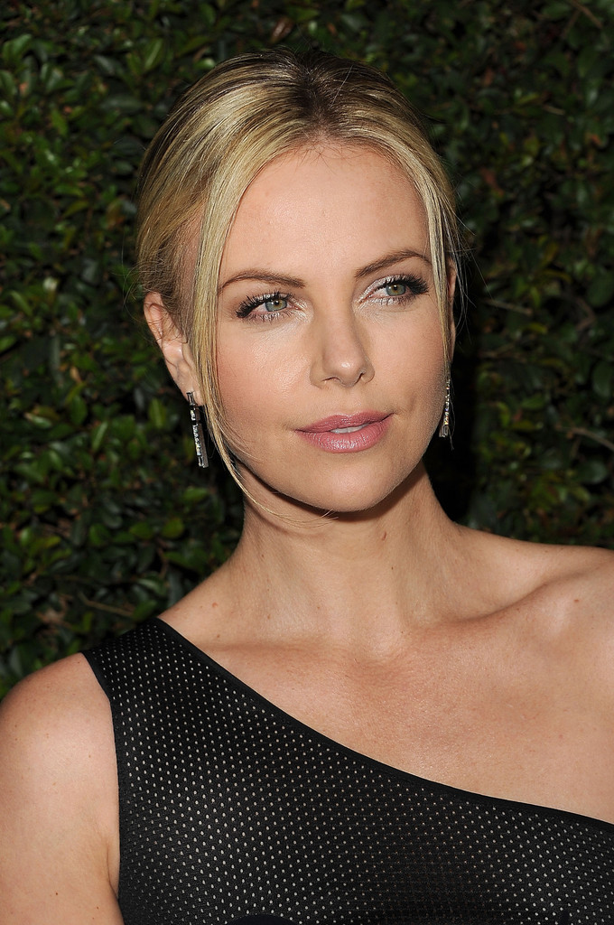 Charlize Theron Pictures HD | Charlize Theron Wallpapers