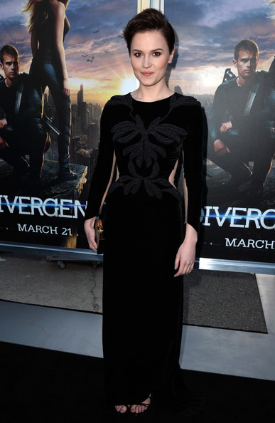 "Actrice Veronica Roth arrive à la première de de Summit Entertainment ""Divergent"" au Théâtre Regency Bruin le 18 Mars 2014 à Los Angeles, en Californie."