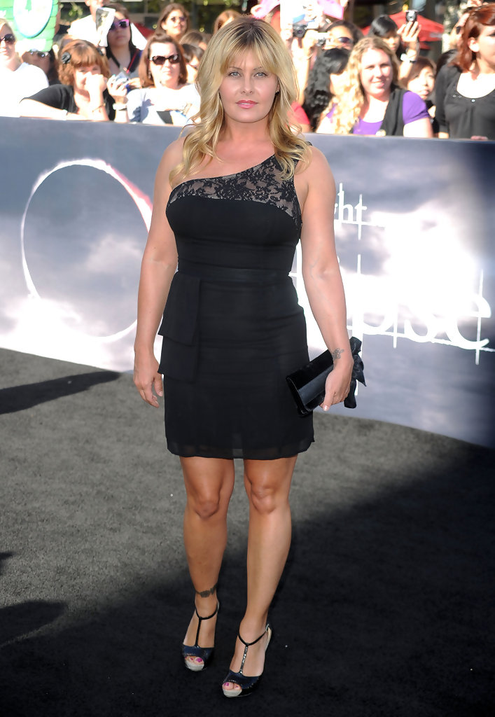 Nicole Eggert is ready to join the fat farm - Page 8