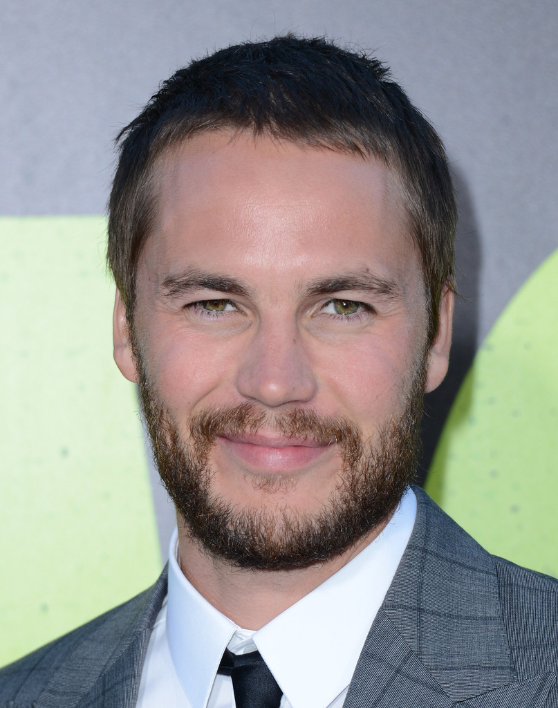New call of duty commercial - Taylor Kitsch In Premiere Of Universal Pictures Savages Arrivals Zimbio