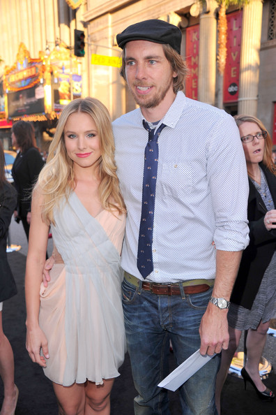 "Actors Kristen Bell (L) and Dax Shepard arrive at the premiere of Warner Bros. ""The Hangover Part II""  held at Grauman's Chinese Theatre on May 19, 2011 in Los Angeles, California."