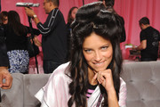 Adriana Lima LOVES waiting for her curls to set. - Models Being Excited About Things That Are Not Exciting