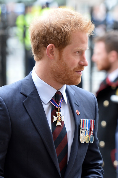 Prince+Harry+Attends+ANZAC+Day+Service+HThAHb0rZIwl.jpg