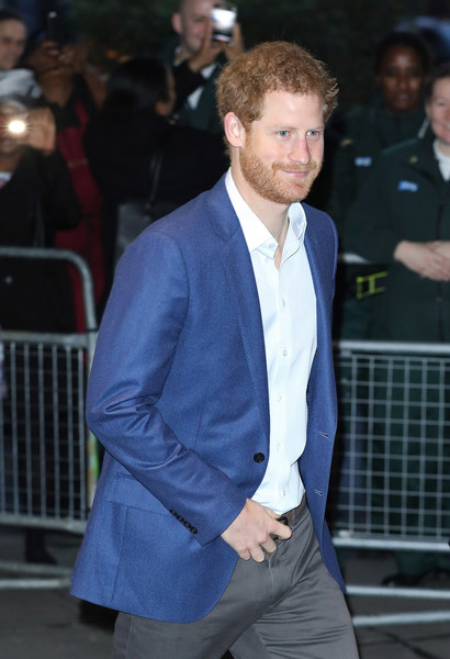 Prince+Harry+Visits+London+Ambulance+Service+n6Q1Q8JeeLzl.jpg