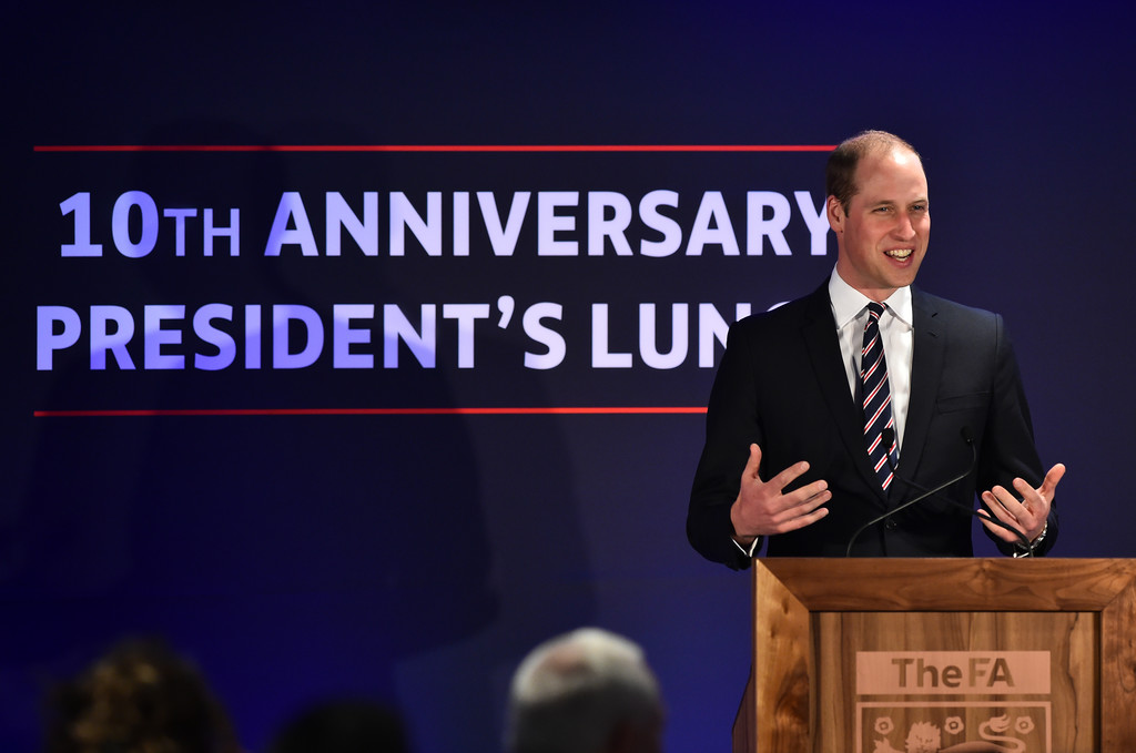 http://www3.pictures.zimbio.com/gi/Prince+William+Prince+William+Attends+Lunch+S_gocJYZdTkx.jpg