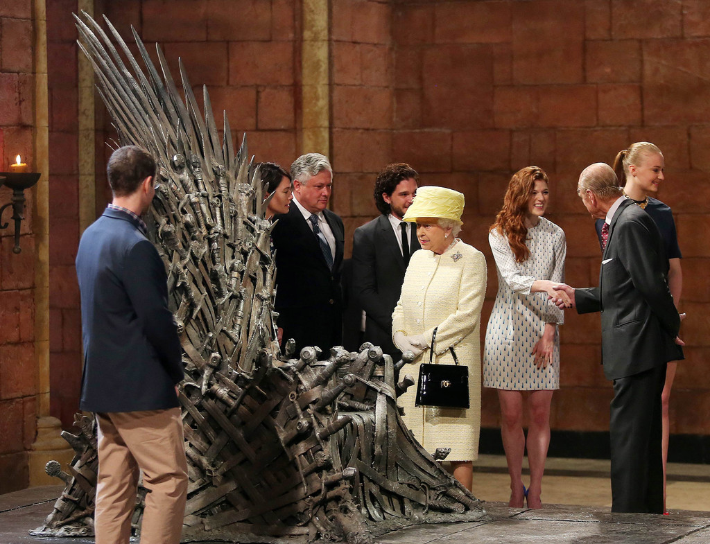 Conventions et autres sorties Queen+Elizabeth+II+Duke+Edinburgh+Visit+Northern+k3Y7RlHoJDBx