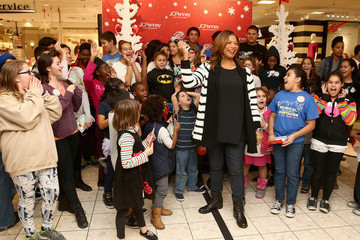 Queen Latifah Queen Latifah Surprises The Boys & Girls Club