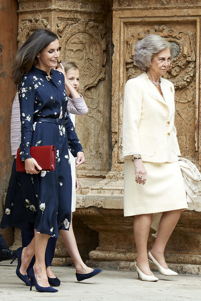Misa de Pascua 2019 - Página 2 Queen+Letizia+Spain+Spanish+Royals+Attend+aCy-L2P4C5il