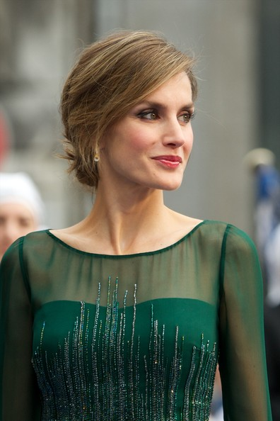 Spanish Royals Attend Principes de Asturias Awards Gala [hair,hairstyle,fashion,shoulder,beauty,blond,lip,dress,long hair,haute couture,royals,letizia,principes de asturias awards,prince of asturias awards,spanish,spain,oviedo,campoamor theater,ceremony]